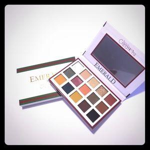 BEAUTY CREATIONS Esmeralda 15 Color Eyeshadow Pale